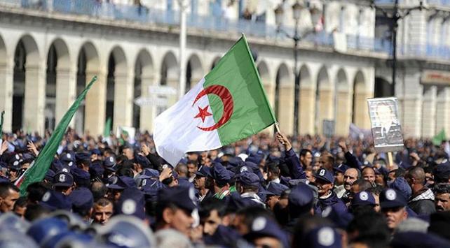 Cezayirde Buteflika karşıtı gösteriler devam ediyor