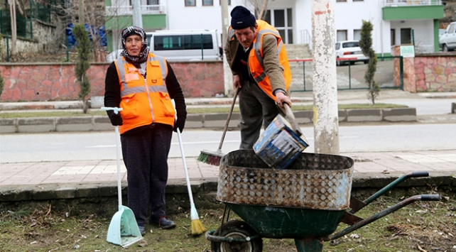Sokakları birlikte temizliyorlar