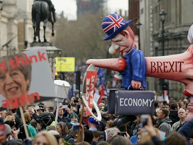 İngiltere'de Brexit karşıtları sokakta