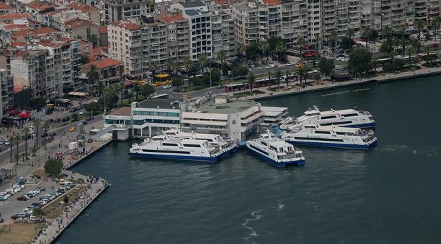 İzmirde yolcu vapuru seferleri iptal edildi