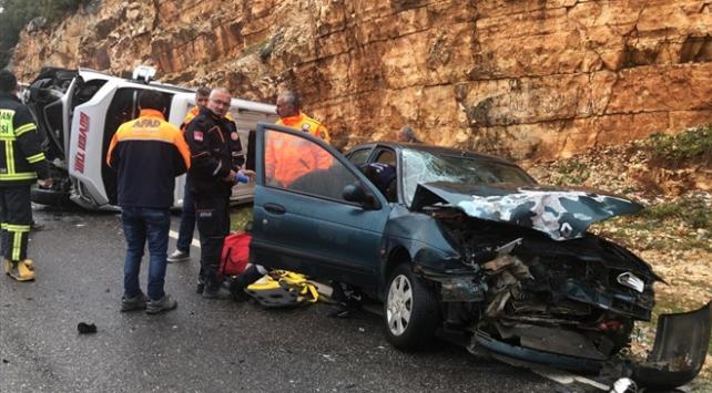 Adıyamanda iki ayrı kazada 19 kişi yaralandı