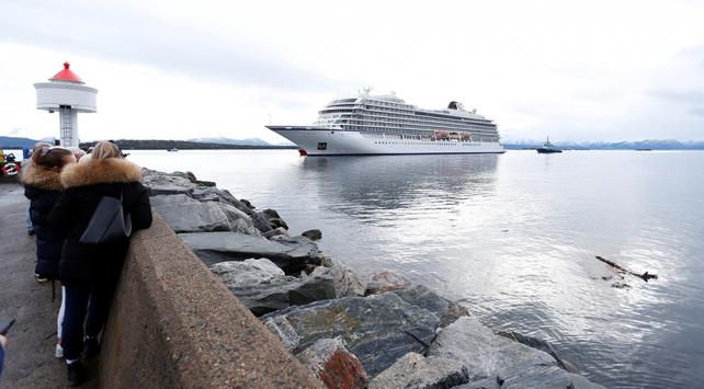 Norveç açıklarında mahsur kalan kruvaziyer gemisi kıyıya ulaştı