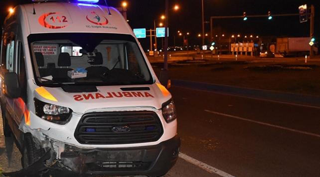 Malatyada ambulans ile otomobil çarpıştı: 5 yaralı