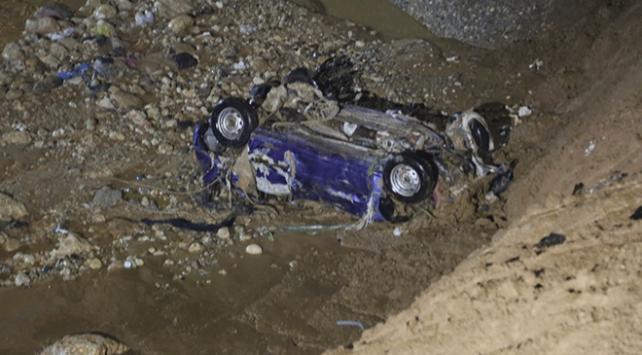 Şırnakta otomobil sele kapıldı: 2 ölü
