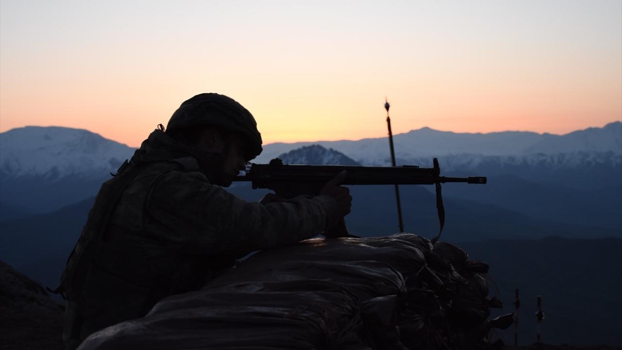 Silah arkadaşlarını şehit verdikleri üs bölgesini kahramanca savundular