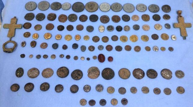 İzmirde 120 parça tarihi eser ele geçirildi