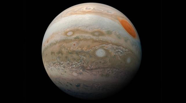 Juno uydusu Jüpiter'in Büyük Kırmızı Lekesini fotoğrafladı
