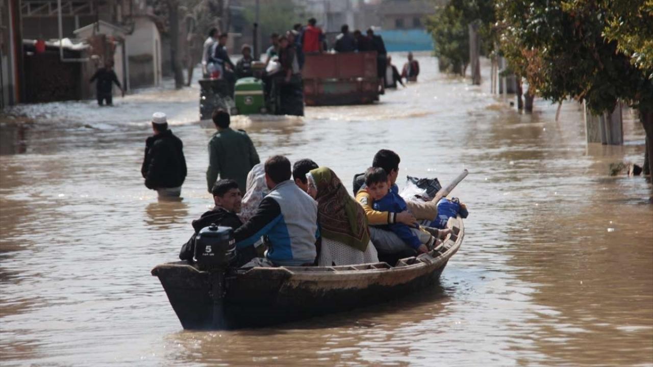 İranda aşırı yağışın neden olduğu sel 11 can aldı
