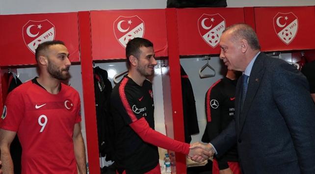Cumhurbaşkanı Erdoğandan A Milli Futbol Takımına tebrik