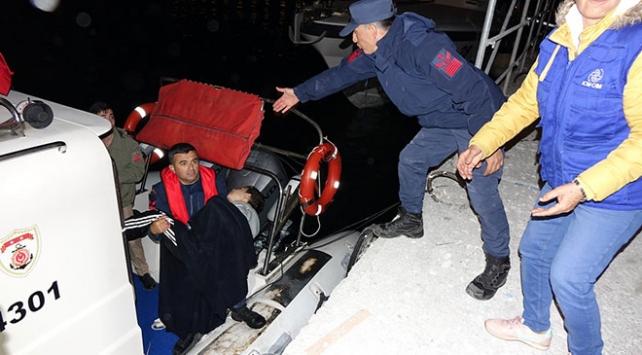 Çanakkalede düzensiz göçmenleri taşıyan tekne battı: 4 ölü