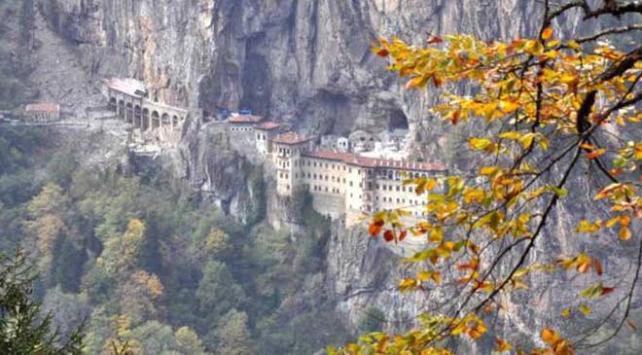 Sümela Manastırında 360 tonluk kaya tehdidi