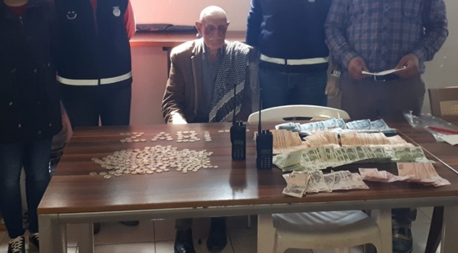 Adanada dilencinin üzerinden 6 bin 455 lira çıktı