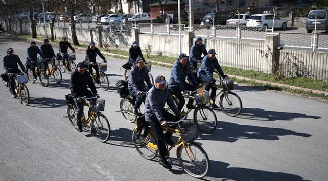 Sevincin ve hüznün sarı bisikletli habercileri