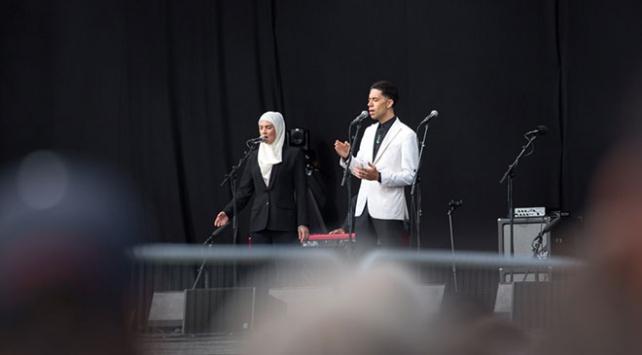 Yeni Zelandalı sanatçıdan Müslümanlara başörtülü destek