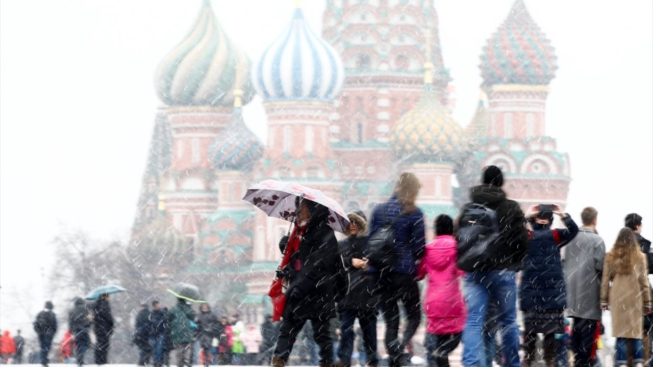 Moskovada mart ayında kar yağışı