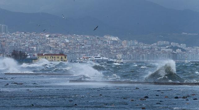 İzmirde vapur seferleri yeniden başladı