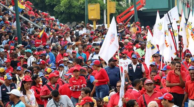 Venezuelada hükümete destek gösterisi