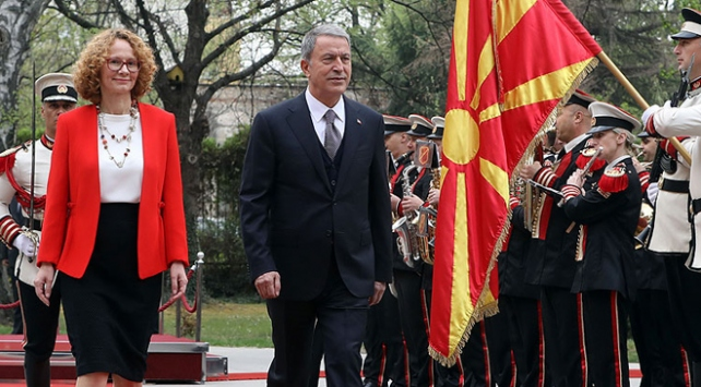 Bakan Akar: Makedonyanın FETÖ konusunda gerekli adımları atacağına inanıyorum
