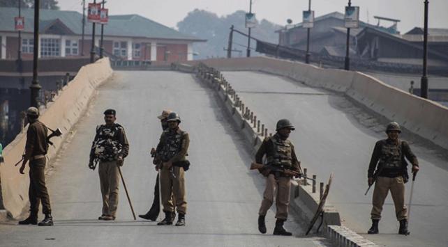 Hindistan Cammu Keşmir kara yolunu sivillere kapatıyor