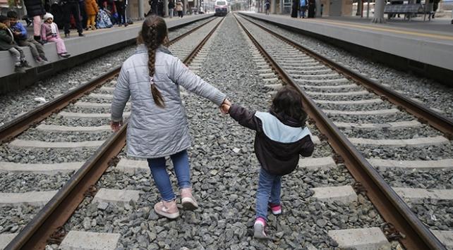 On binlerce göçmen Yunanistanda sıkışıp kaldı