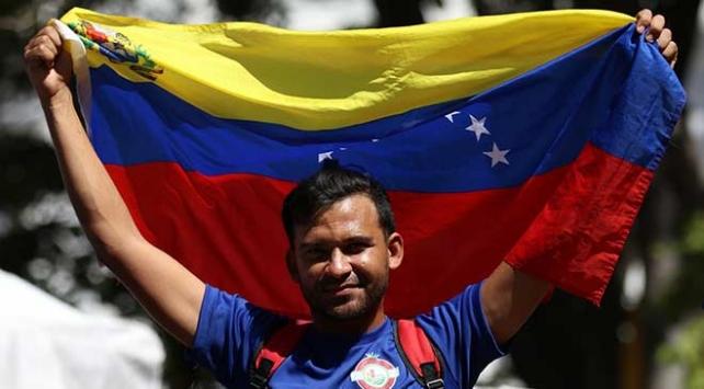 Venezualada taraflar yeniden sokaklarda