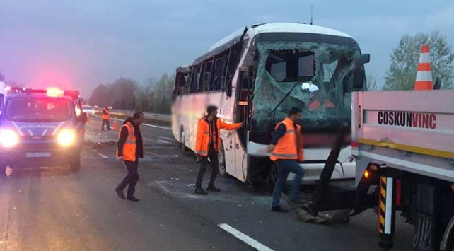 Sakaryada yolcu otobüsü devrildi: 32 yaralı