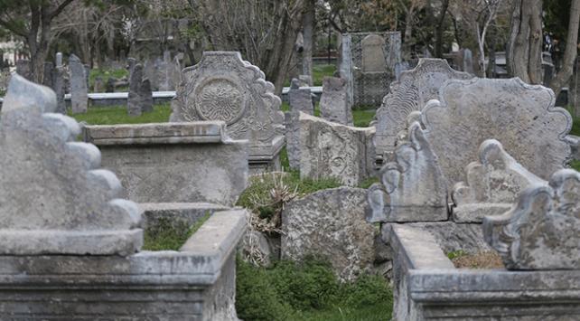 """""""Milletlerin tapu senedi"""" mezar taşları"""