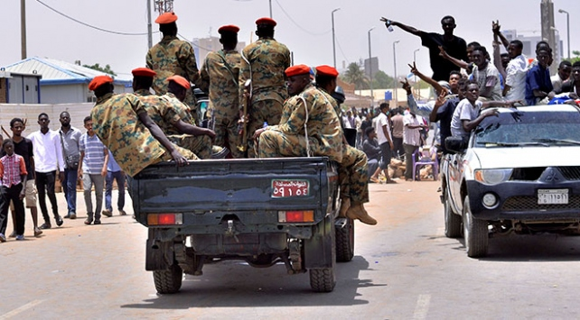 Sudanda Yüksek Askeri Konsey yönetime el koydu