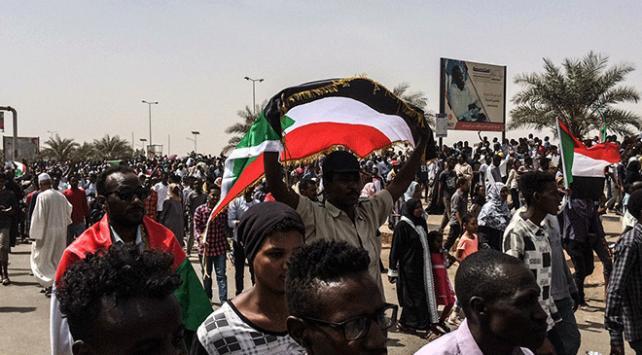 Sudanlı muhalifler: Gösteriler sürecek