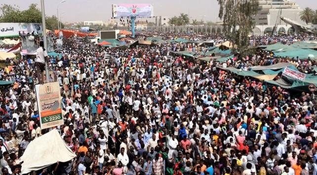 Sudanda ordudan sokağa çıkma yasağı uyarısı
