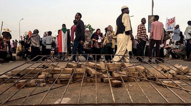 Yasağa rağmen halk hala Sudan sokaklarında