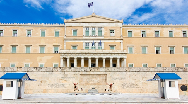 Yunanistanda parlamento binasında bomba ihbarı