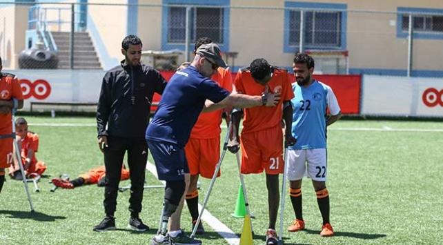 Ünlü ampute hocası, Gazzede engelli sporcuları futbolla hayata bağlıyor