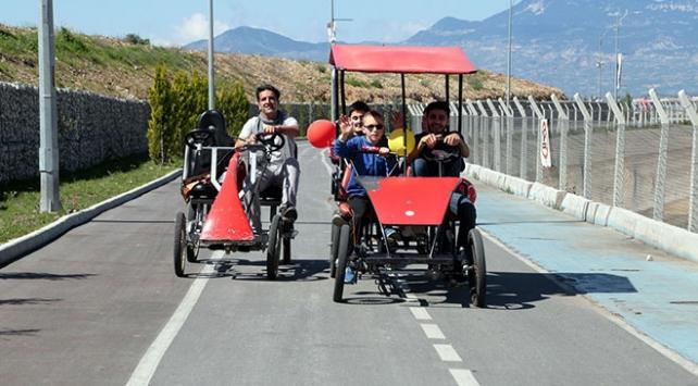 Görme engelli çocukların bisiklet keyfi