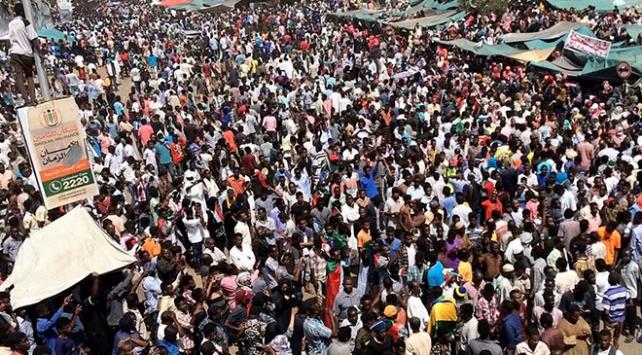 Sudanda muhalefet yönetimin sivil hükümete devrinde ısrarcı