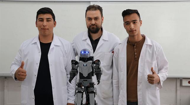 Meslek lisesi öğrencileri insansı robot tasarladı