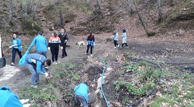 Öğrenciler farkındalık için çöp topladı
