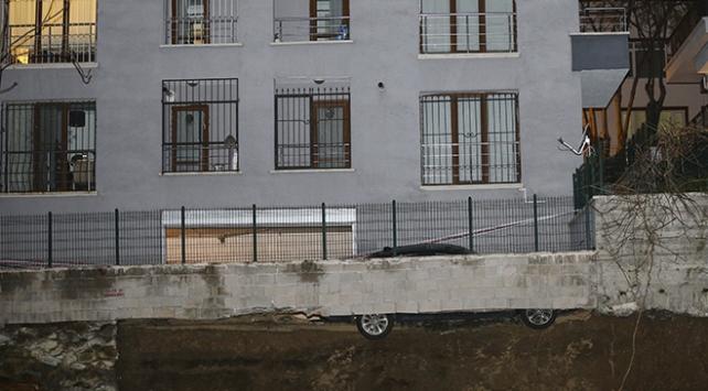 Ankarada bir binanın istinat duvarı çöktü