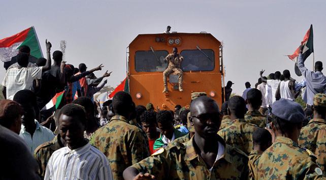 Sudanda ordudan göstericilere müdahale