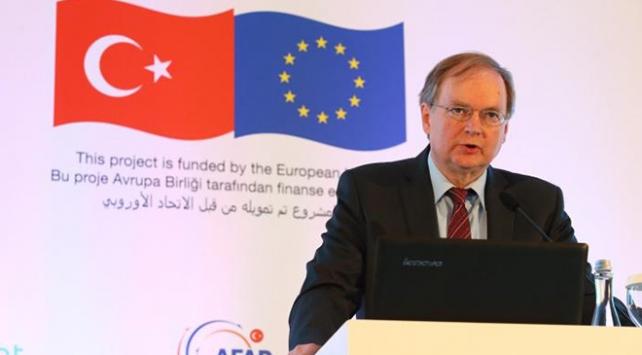 """""""Avrupa Birliğinin Suriyeliler için yardımları sürecek"""""""