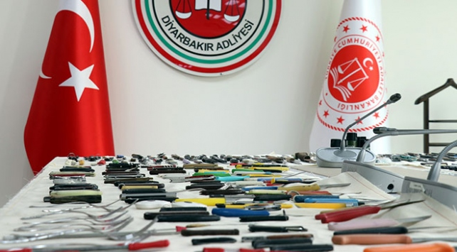 Diyarbakır Adliyesi girişinde bin 383 kesici ve delici alet ele geçirildi