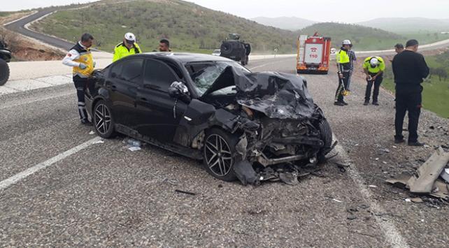 Diyarbakırda iki otomobil çarpıştı: 3 ölü, 6 yaralı