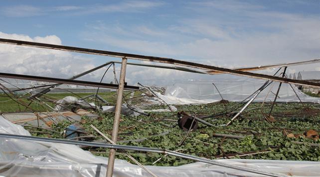Antalyada hortum seralara zarar verdi