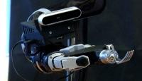 Tek başına yemek yiyemeyen insanlar için üretilen robotik kol