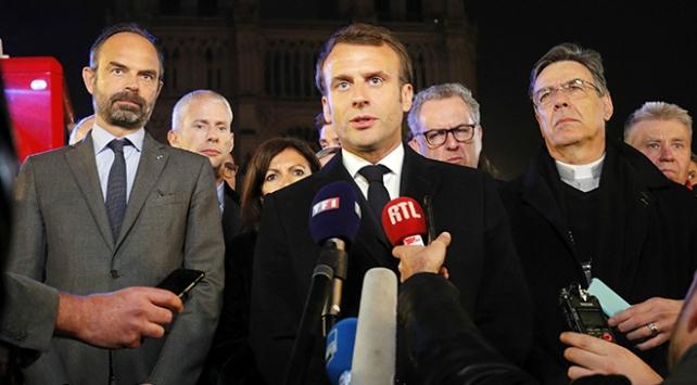 Macron: Notre-Dameı birlikte yeniden inşa edeceğiz