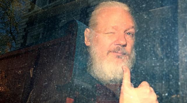 """""""Assange büyükelçiliği casusluk merkezi olarak kullanmaya çalıştı"""""""