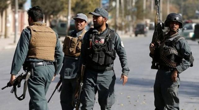 Afganistanda bir polis 4 meslektaşını öldürdü