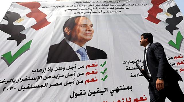Mısırda parlamento anayasa değişikliğini onayladı