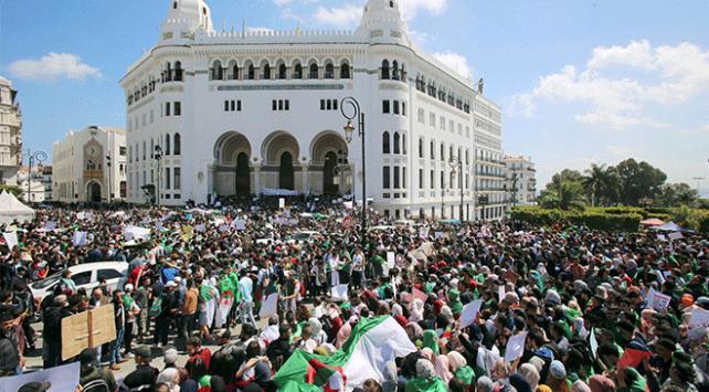 Cezayirde siyasi muhalefet seçimleri boykot etme kararı aldı