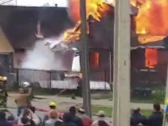 Şili'de küçük uçak evin üzerine düştü: 6 ölü